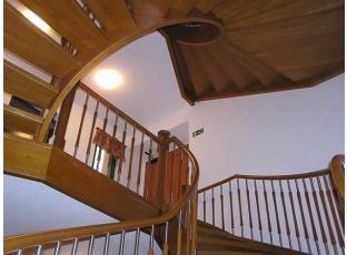 Dřevěné schodiště podtrhne váš interiér