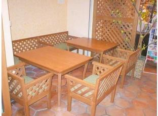 Nestárnoucí dřevěný nábytek