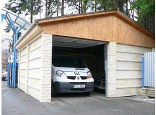 Logo Montovaná garáž doslova roste před očima