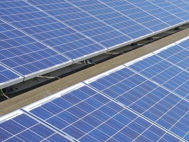 Logo Je zpětná solární daň protiústavní?