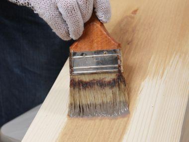 Co nabízí vosky a oleje při údržbě dřeva?