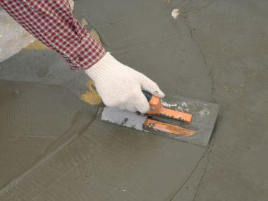Kdy použít samonivelační cementové stěrky?