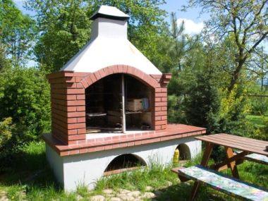 Krby, grily a udírny v zahradě