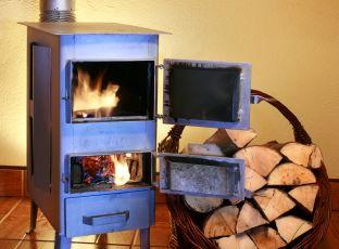 Vyplatí se vytápět dřevem?