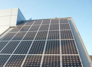 Logo Fotovoltaické elektrárny opět připojovány ksíti