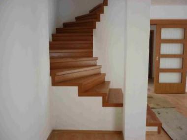 Logo Dřevěné masivní schodiště ozdobí váš domov