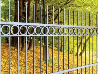 Logo Oploťte svůj pozemek kovaným plotem