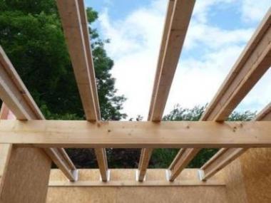 Logo Dřevěné nosníky pro snadnější konstrukci dřevostaveb