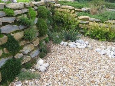 Kam se v zahradě hodí kámen?