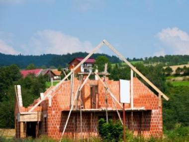 Logo Hypotéky si zpříjmů domácností ukrajují stále méně