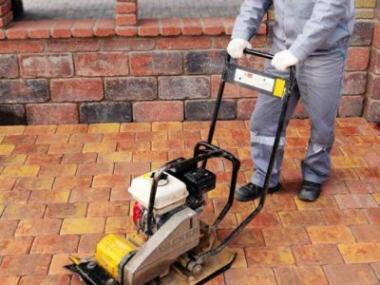Jak pokládat betonovou dlažbu