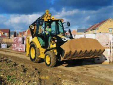 Stavební stroje a zařízení pomáhají na stavbách