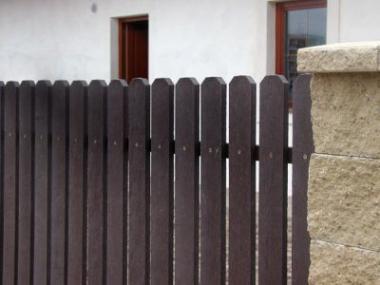 Logo Plastové plotovky ušetří čas naúdržbu plotu
