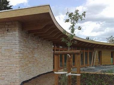 Přírodní kámen oživí fasádu, zahradu i byt