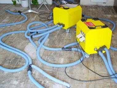 Jak a čím vysušit podlahu po havárii vody