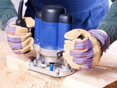 Logo Frézy dají dřevu potřebný tvar