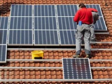 Kotvení solárních panelů na kovové konstrukce
