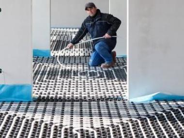 Podlahové vytápění uspoří náklady na topení