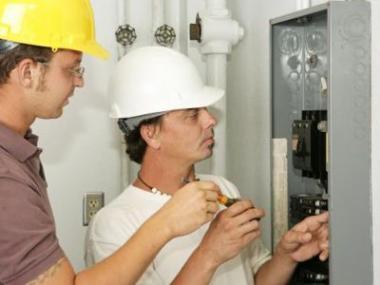 Logo Proč jsou důležité revize elektrozařízení?