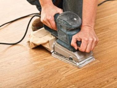 Logo Obnovte nadčasovou krásu dřevěné podlahy