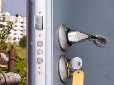 Logo Na bezpečnostních dveřích nešetřete!