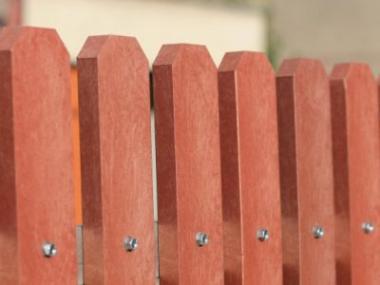 Logo Plastové plotovky zTRAPLASTu -odolná náhražka dřeva