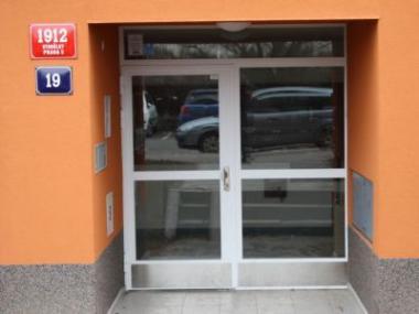 Logo Vkusné bezpečnostní vchodové dveře dovašeho panelového domu
