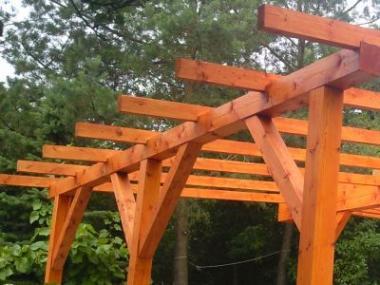 Tesařské konstrukce menších zahradních staveb