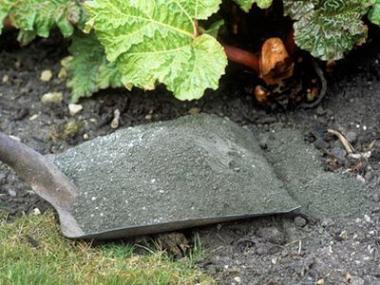 Logo Popel zespalování pelet slouží jako kvalitní hnojivo, azadarmo