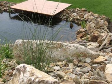 Voda je v zahradě důležitá, ale také škodí