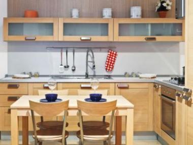 Nadčasová krása kuchyňských linek z masivního dřeva