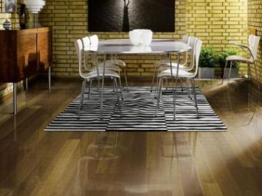 Logo Dřevěnou nebo laminátovou plovoucí podlahu?