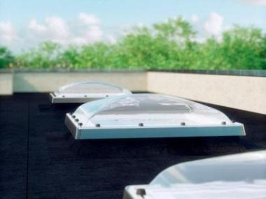 Logo Okna pro ploché střechy, která předbíhají budoucnost