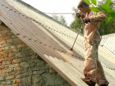 Kvalitní barvy pro renovace a nátěry střech