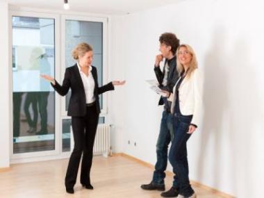Logo Výhody anevýhody prodeje nemovitosti přes realitní kancelář