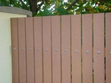 Plast usnadní údržbu plotu a prodlouží jeho životnost