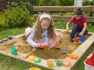 Logo Postavte dětem nazahradě pískoviště