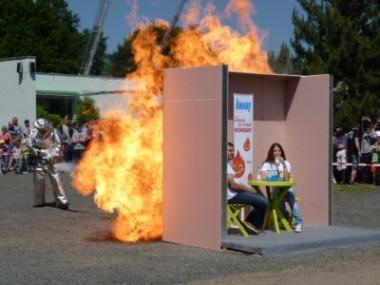 Hasičské slavnosti v Litoměřicích viděly útok plamenometu na sádrokarton