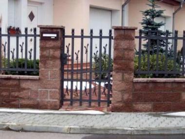 Logo Brány abranky usnadní vstup nanáš pozemek, aletaké jej vymezí