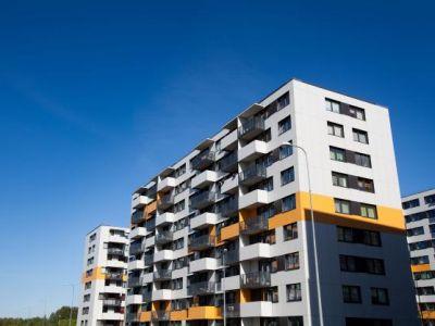 Logo Češi nevědí odružstevním bydlení
