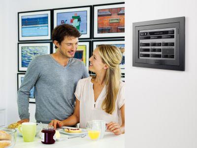Logo Inteligentní dům zavás myslí při řízení domácnosti