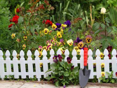 Plastové ploty - ideální bezúdržbové řešení oplocení