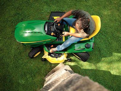 Jak vybrat sekačku a zahradní traktor