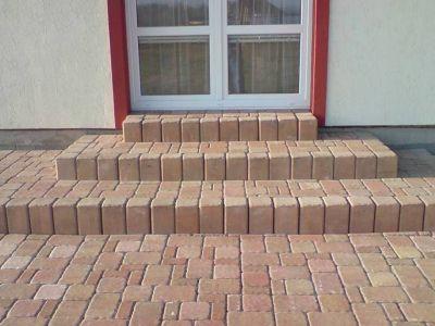 Jakou dlažbu na zahradu? Vede beton, ale zapomeňte na klasiku!