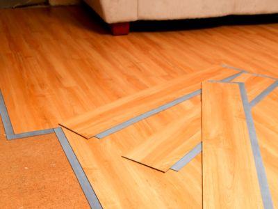 Logo Pěkný aoriginální vzhled podlahy idobrou cenu nabízí vinyl!