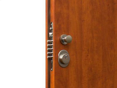 Jak poznat kvalitní bezpečnostní dveře do bytu