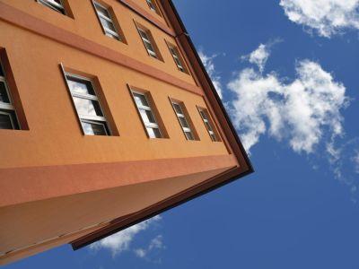 Logo Znáte rozdíl mezi fungováním Bytového družstva aSpolečenstvím vlastníků?