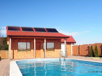 Jak ohřát vodu v bazénu, abychom se koupali i na podzim?