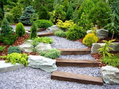 Jak propadnout kouzlu svažité zahrady