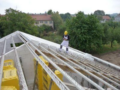 Masivní střecha z Ytongu chrání interiér před přehříváním